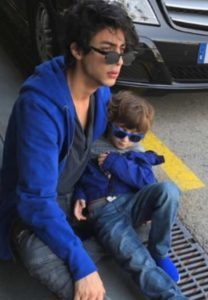 Aryan Khan Biography, Age, Height, Lifestyle, Movies, Friends, Photos - gulabigangofficial.in 11
