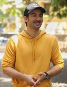 Karan Deol Biography, Age, Father, Mother, Brother, Movie, Birthday - gulabigangofficial.in 1