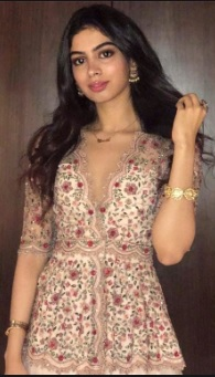 Khushi Kapoor Biography, Photos, Age, Height, Family, Birthday, Movie - gulabigangofficial.in 3