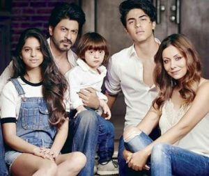 Suhana Khan Biography, Age, Height, Lifestyle, Photos, Friends, Movie - gulabigangofficial.in 3