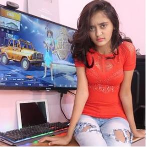Bindas Kavya (Kavya Shree Yadav) Biography, Tik Tok Star, Age, Youtube Channel - gulabigangofficial.in 9