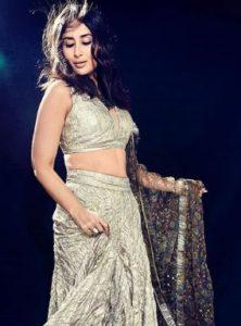 Kareena Kapoor Khan Biography, Age, Son, Husband, Photos, Movies, Birthday 6