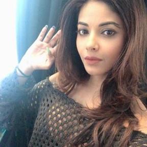 Meera Chopra Biography, Photos, Instagram, Videos, Movies, Family - gulabigangofficial.in 1