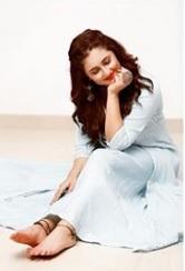 Rashmi Desai Biography - Bigg Boss 13 Contestant, Husband, Daughter, Affair, Controversies, Birthday 4