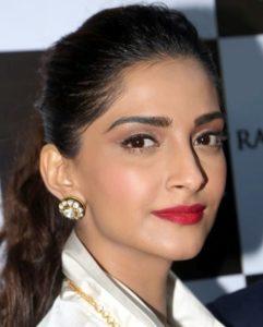Sonam Kapoor Biography - Photos, Movies, Family, Husband, Upcoming Movie 6