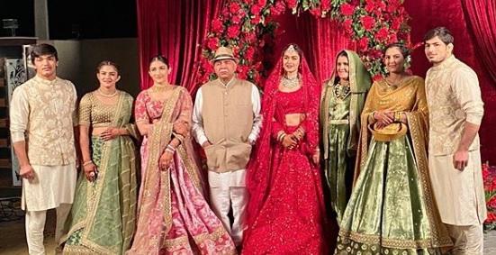 Babita Phogat Biography - Wrestler, Baby Boy, Husband, Marriage Photos, Sisters, Father, Nach Baliye, BJP, Awards - gulabigangofficial.in 12