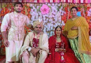 Babita Phogat Biography - Wrestler, Baby Boy, Husband, Marriage Photos, Sisters, Father, Nach Baliye, BJP, Awards - gulabigangofficial.in 18