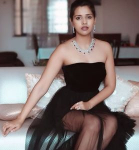 Dalljiet Kaur Biography - Bigg Boss 13 Contestant, TV Shows, Husband, Son, BF 9