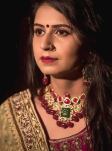 Kinjal Dave Biography, Husband, New Songs, Video Songs, Bhakti Songs, Garba, Contact 4