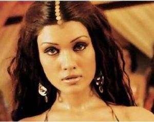 Koena Mitra Biography - Bigg Boss 13 Contestant, Age, Movies, Husband, Surgery 7