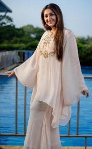 Sayesha Saigal Biography, Age, Husband, Family, Movie, Photos, Contact 3