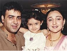 Sayesha Saigal Biography, Age, Husband, Family, Movie, Photos, Contact 5