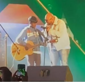 Trending News: Shivam a Street Boy in Delhi Connaught Place playing Guitar and singing Teri Mitti song from Kesari Movie 1