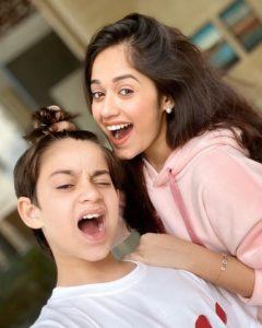 Jannat Zubair Biography, Height, Age, TV Serials, Movies, Songs, Short Films, Family 9